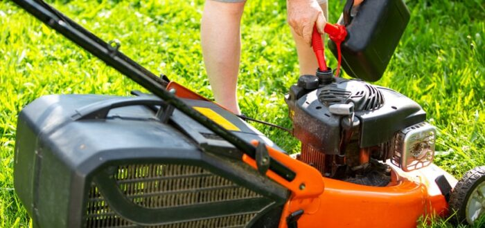 types of oil for lawn mower